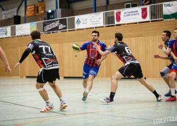 Bei der DJK Adler Königshof holten die Löwen einen 32:36 Auswärtssieg.